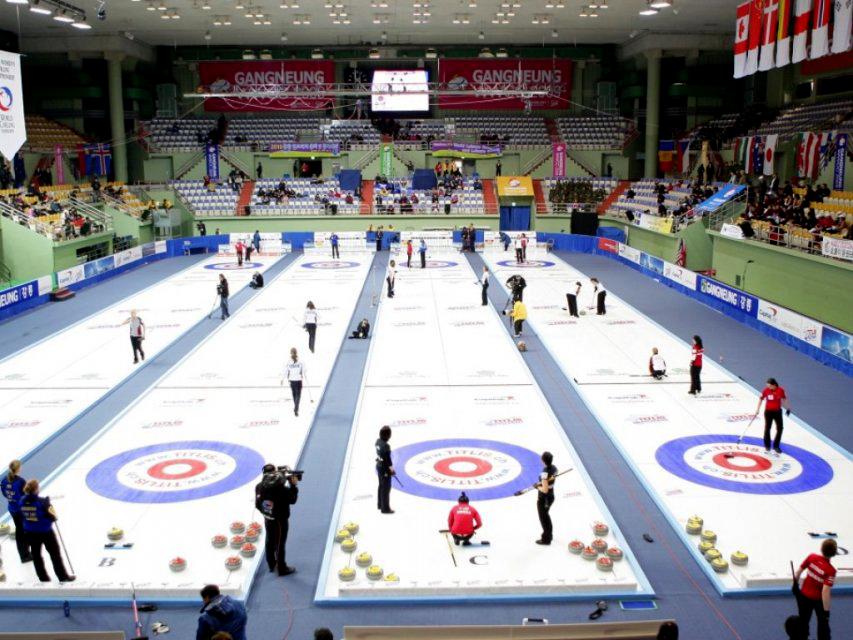 Instalación con pistas de curling