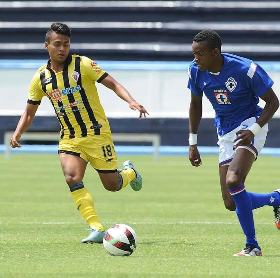 Maykel en su paso por el club Cruz Azul Hidalgo. Foto: tomada de Cubadebate