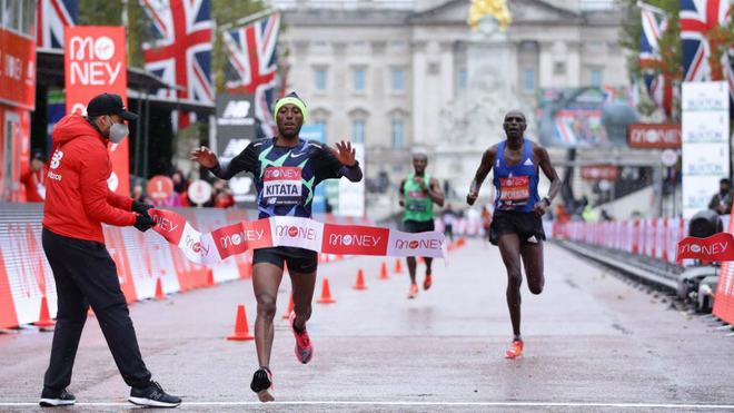 El etíope Shura Kitata gana la edición 40 de la Maratón de Londres. Foto: Mraca